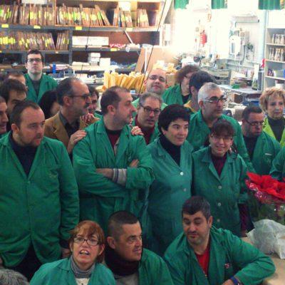 L'alcalde de Mollet amb tots els operaris i el personal tècnic del Taller Alborada